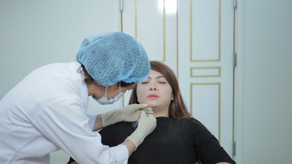 Cận cảnh quy trình độn cằm V-line không phẫu thuật Voluma Ultra V-line